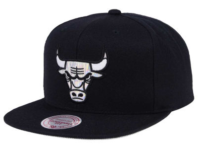 Chicago Bulls Mitchell & Ness NBA Easy Hologram Snapback Cap
