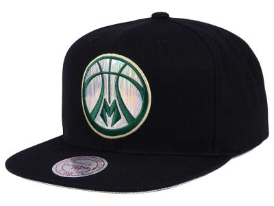 Milwaukee Bucks Mitchell & Ness NBA Easy Hologram Snapback Cap