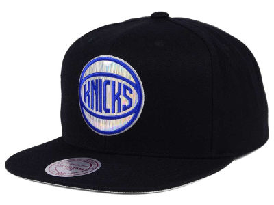 New York Knicks Mitchell & Ness NBA Easy Hologram Snapback Cap