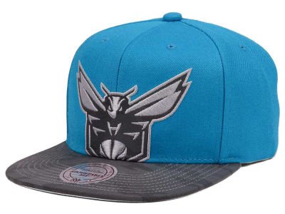 Charlotte Hornets Mitchell & Ness NBA Reflective Cropped Camo Snapback Cap