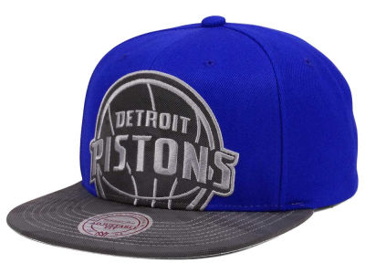 Detroit Pistons Mitchell & Ness NBA Reflective Cropped Camo Snapback Cap