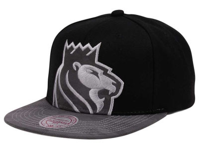 Sacramento Kings Mitchell & Ness NBA Reflective Cropped Camo Snapback Cap