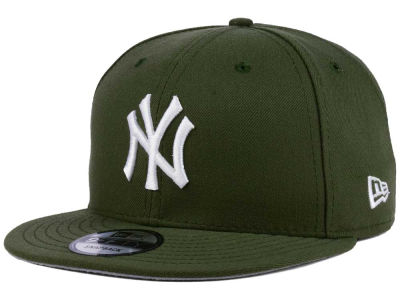New York Yankees New Era MLB Pantone 9FIFTY Snapback Cap