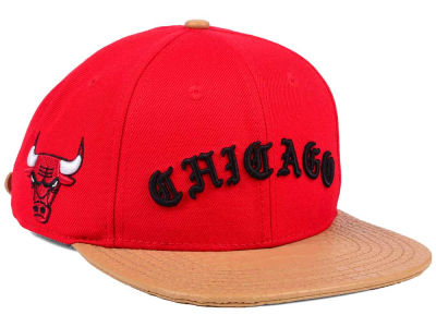 Chicago Bulls Pro Standard NBA Old English Strapback Cap