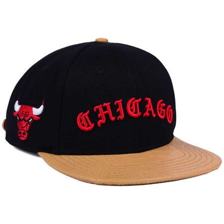 Chicago Bulls Pro Standard NBA Old English Strapback Cap