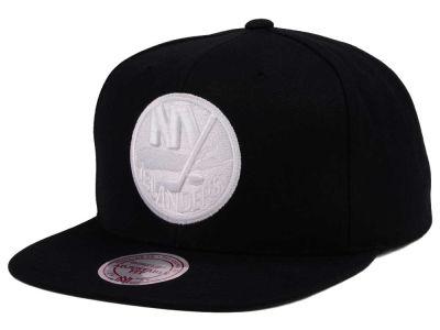 detailed look 7d041 b66ae New York Islanders adidas NHL Respect Snapback Cap