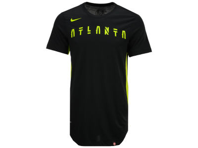 Atlanta Hawks Nike NBA Men's Alternate Hem Short Sleeve T-Shirt