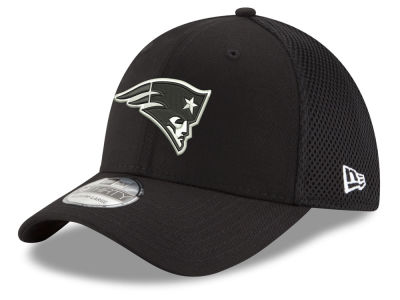 New England Patriots New Era NFL Black & White Neo 39THIRTY Cap