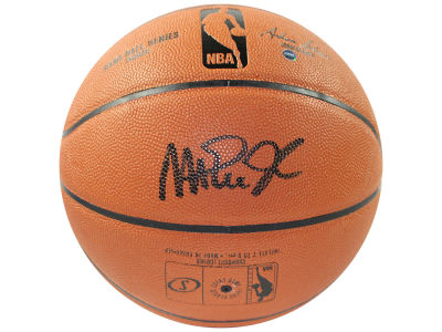 Los Angeles Lakers Magic Johnson Autographed Basketball