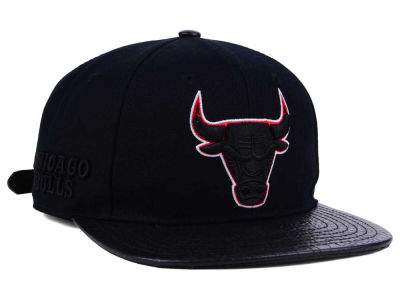Chicago Bulls Pro Standard NBA Blackout Strapback Cap