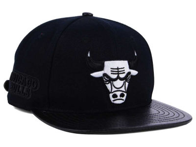 Chicago Bulls Pro Standard NBA Black White Strapback Cap