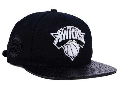 New York Knicks Pro Standard NBA Black White Strapback Cap