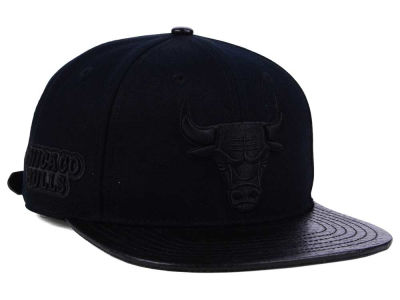 Chicago Bulls Pro Standard NBA Black on Black Strapback Cap