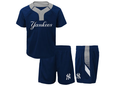 New York Yankees Majestic MLB Toddler Ground Rules Short Set