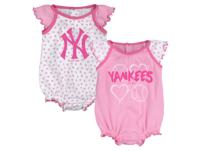 New York Yankees Majestic MLB Newborn Girls Heart Creeper Set