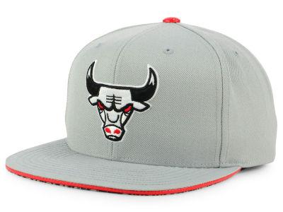 63d9e003ad5 Chicago Bulls Mitchell   Ness NBA Katrina 3 Pop Color Strapback Cap