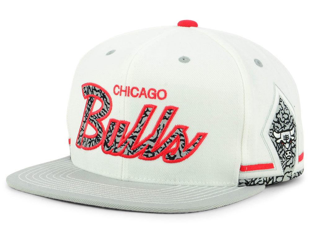 e67dd8ee0f9 Chicago Bulls Mitchell   Ness NBA Katrina Three Snapback Cap