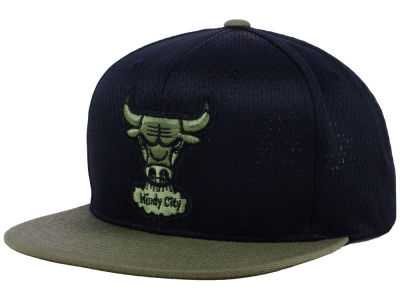 b064ac14c79 Chicago Bulls Mitchell   Ness NBA Custom Jersey Hook Snapback Cap