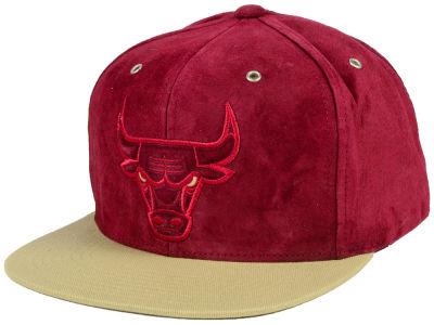 0d22366a229 Chicago Bulls Mitchell   Ness NBA Bordeaux Hook Strapback Cap