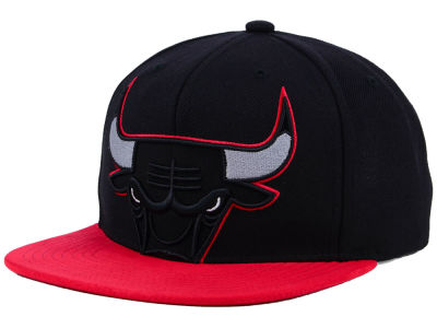 Chicago Bulls Mitchell & Ness NBA Bred Hook Snapback Cap