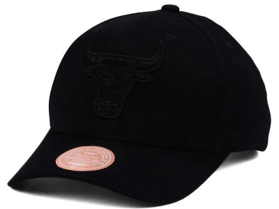 Chicago Bulls Mitchell & Ness NBA X Flexfit 110 Snapback Cap