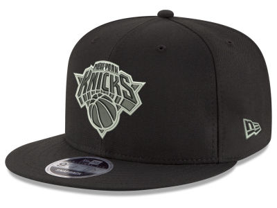 New York Knicks New Era NBA Black on Shine 9FIFTY Snapback Cap