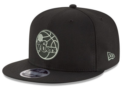 Philadelphia 76ers New Era NBA Black on Shine 9FIFTY Snapback Cap