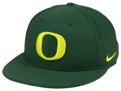 Oregon Ducks Nike NCAA Aerobill True Fitted Baseball Cap