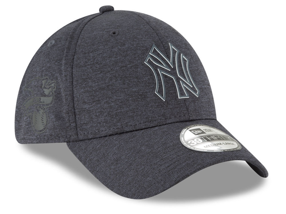 a02fceb7783 New York Yankees New Era 2018 MLB Clubhouse 39THIRTY Cap