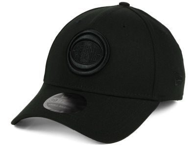 Detroit Pistons New Era NBA Blackout 39THIRTY Cap