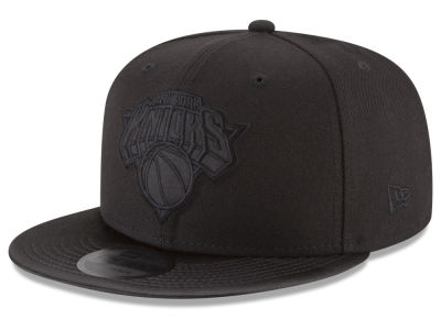 New York Knicks New Era NBA Blackout Satin 9FIFTY Snapback Cap