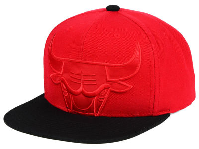 Chicago Bulls Mitchell & Ness NBA Cropped Satin Snapback Cap