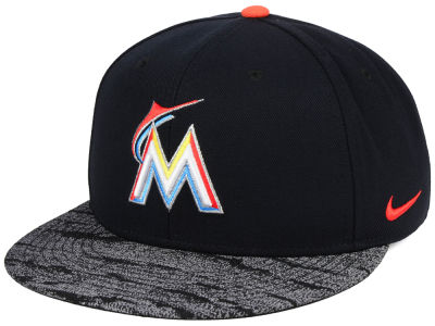 Miami Marlins Nike MLB Reverse New Day Snapback Cap