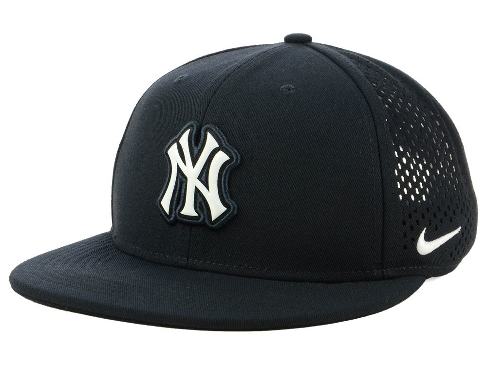 New York Yankees Nike MLB Aerobill Snapback Cap  5f0de404089