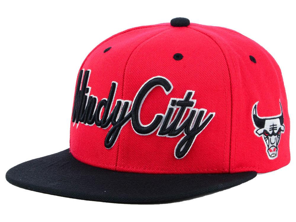 03b3e61d835 Chicago Bulls Mitchell   Ness NBA Town Snapback Cap