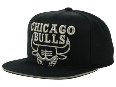 Chicago Bulls Mitchell & Ness NBA Cropped Metallic Snapback Cap