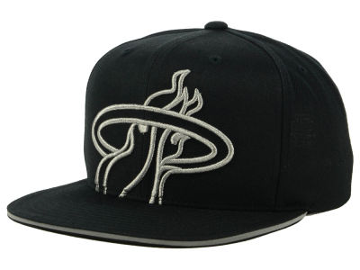 Miami Heat Mitchell & Ness NBA Cropped Metallic Snapback Cap