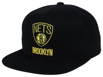 new style e5f68 67d34 Brooklyn Nets Mitchell   Ness NBA Black   Gold Metallic Snapback Cap