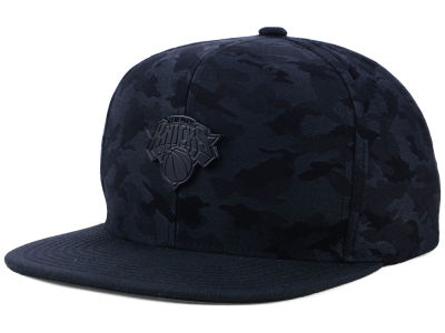 New York Knicks Mitchell & Ness NBA Combat Snapback Cap