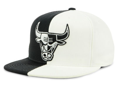 Chicago Bulls Mitchell & Ness NBA Split Logo Snapback Cap