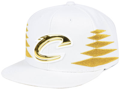 Cleveland Cavaliers Mitchell & Ness NBA Gold Diamonds Snapback Cap