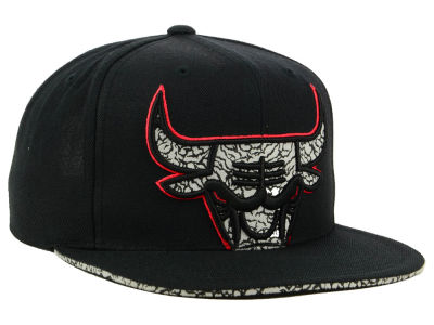 Chicago Bulls Mitchell & Ness NBA Black Cement Hook Snapback Cap