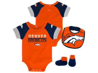 Denver Broncos Outerstuff NFL Newborn Dash Bib   Bootie Set 190fa222a