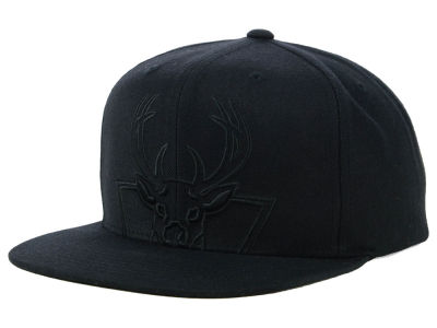 Milwaukee Bucks Mitchell & Ness NBA Cropped XL Logo Snapback Cap
