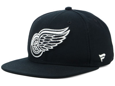 Detroit Red Wings NHL Black DUB Fitted Cap
