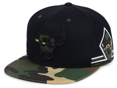 Chicago Bulls Mitchell & Ness NBA Straight Fire Camo Hook Snapback Cap