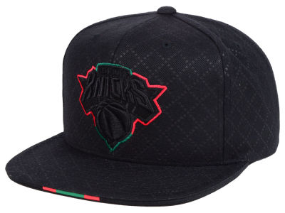 8b06a991ad453 New York Knicks Mitchell   Ness NBA Neapolitan Collection Snapback Cap