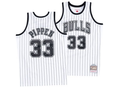 Chicago Bulls Scottie Pippen Mitchell   Ness NBA Men s Concord Collection  Swingman Jersey 89d400dce
