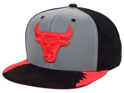 Chicago Bulls Mitchell   Ness Original 5 Snapback Cap abf0f2659cd