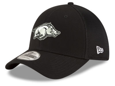 Arkansas Razorbacks New Era NCAA Black White Neo 39THIRTY Cap